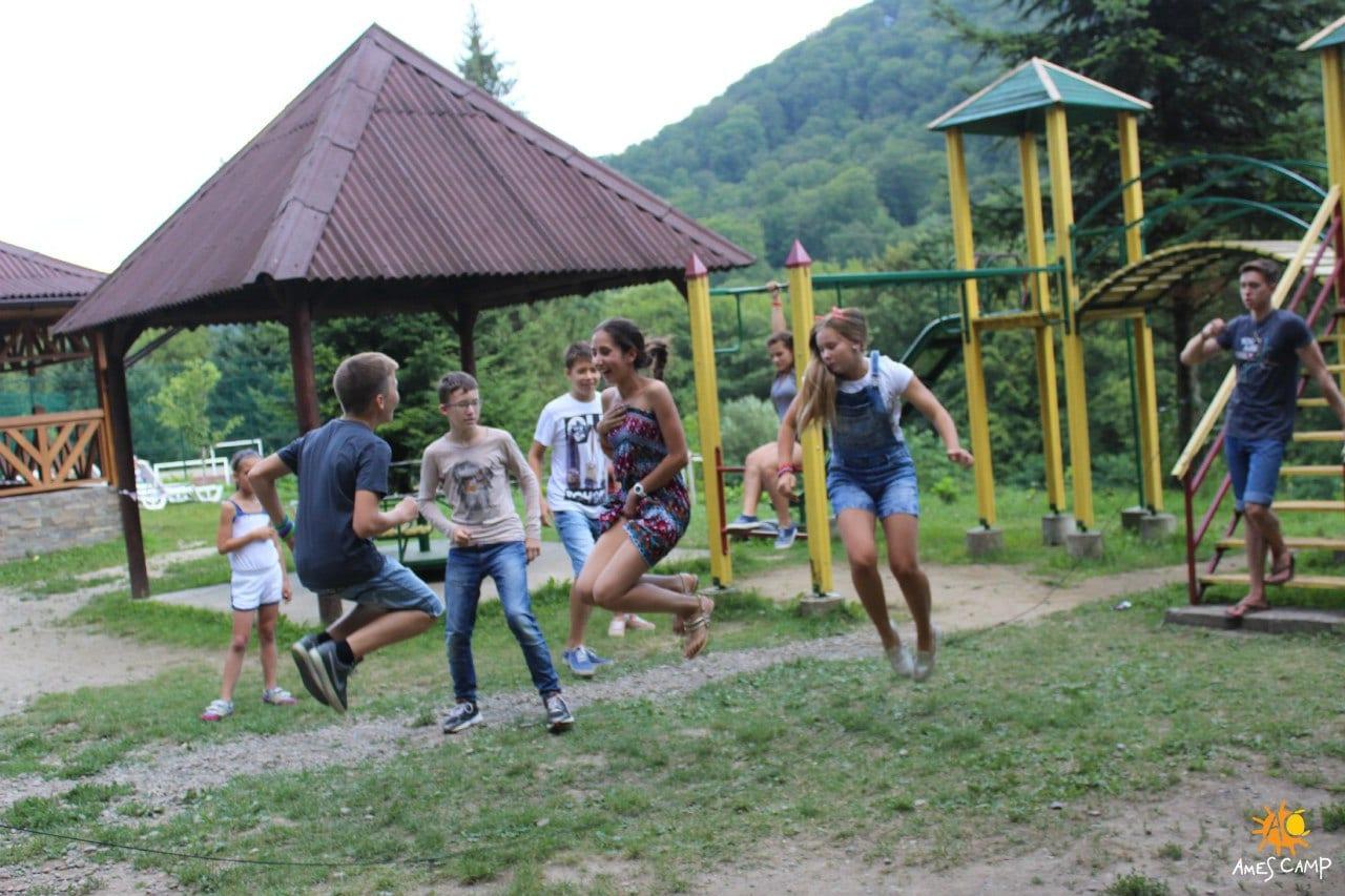 Детский отдых в Карпатах весной