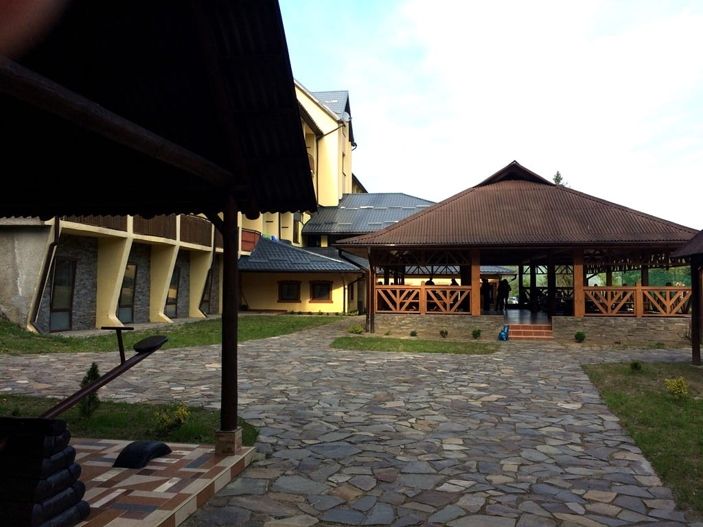 Отдых в Карпатах летом с бассейном